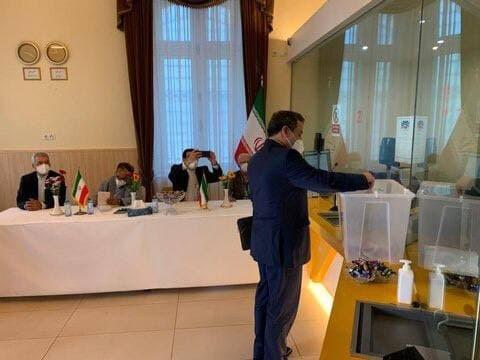 عراقچی در اتریش رای داد+عکس