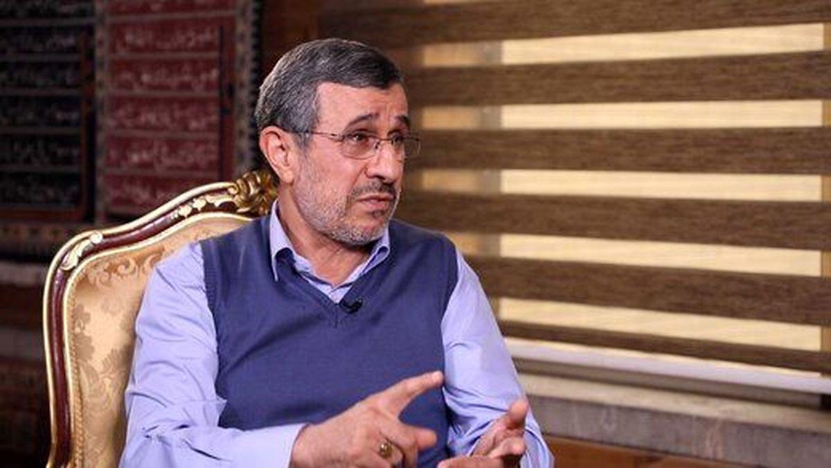 سایت اصولگرا دست احمدی نژاد را رو کرد