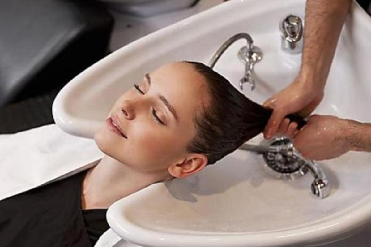 موهای خود را با نوشابه بشویید
