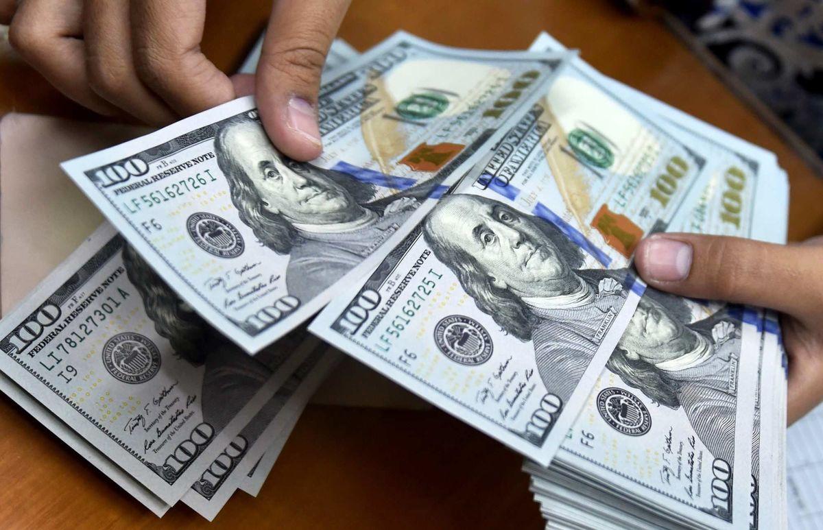 هنگامه تردید در بازار دلار؟ | اسکناس آمریکایی به سطح جدید نزدیک شد