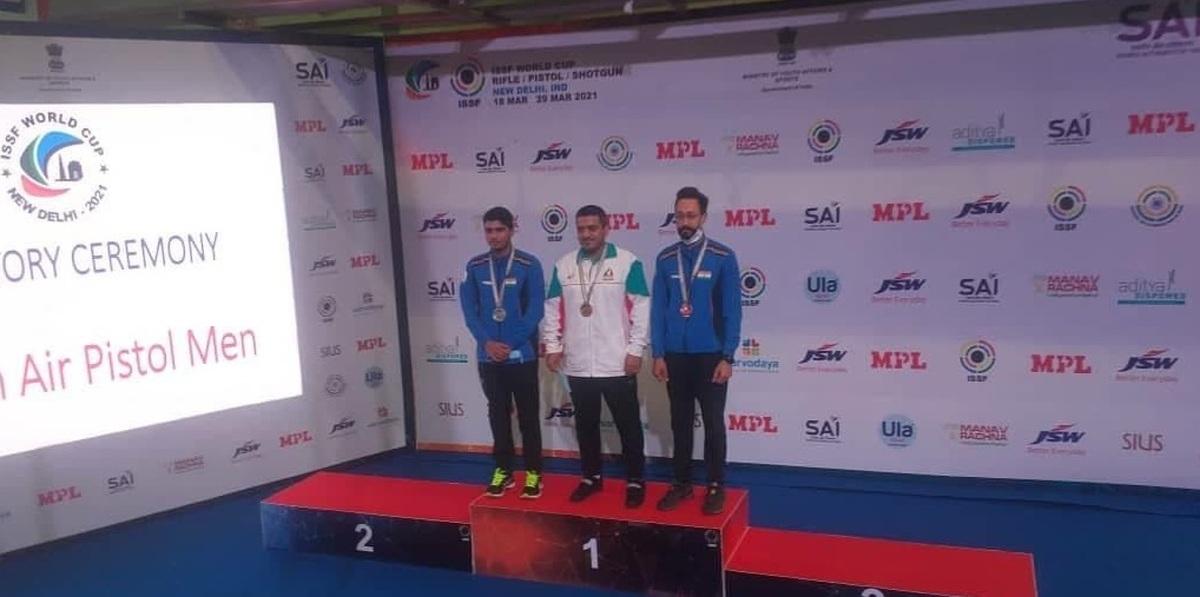 رقابتهای جام جهانی   مدال خوش رنگ طلا بر گردن فروغی