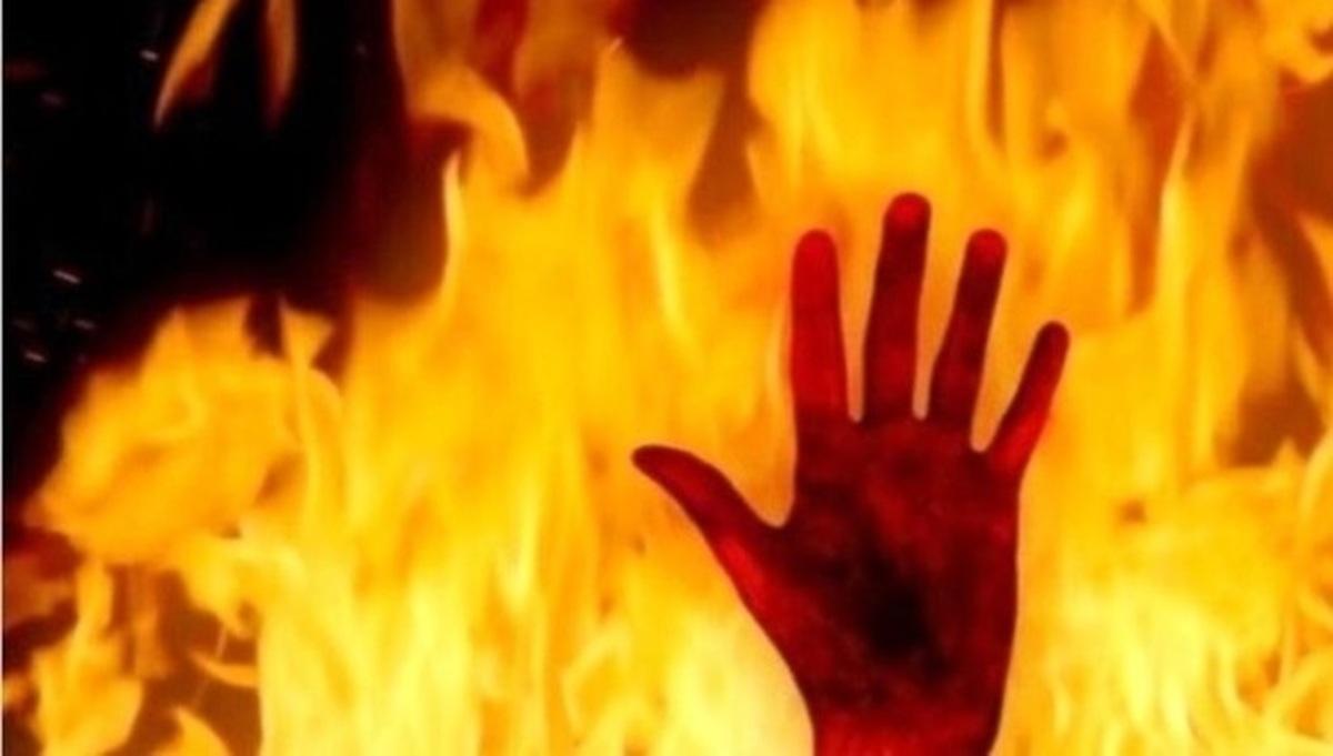 دو مرد برای سرقت از حساب بانکی دوستشان وی را به آتش کشیدند