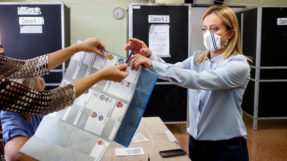 نوه موسولینی با رایی قاطع در انتخابات شورای شهر رم پیروز شد