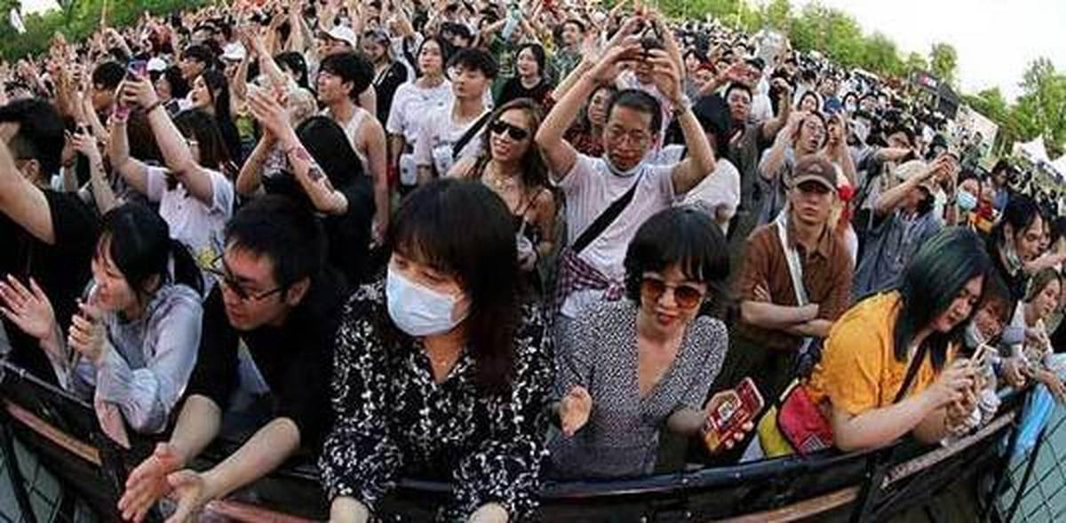 تصاویری باورنکردنی از ووهان چین در یک جشنواره موسیقی| ووهان چین کرونا ندارد؟