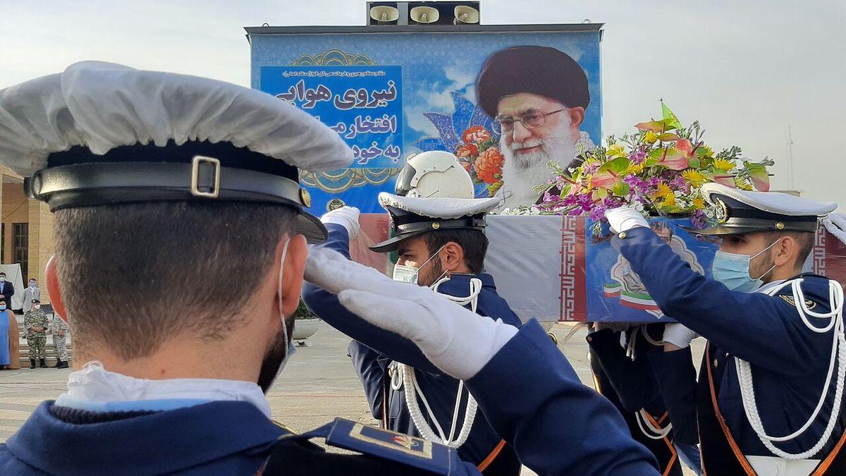 پیکر خلبان شهید بیک محمدی تشییع شد