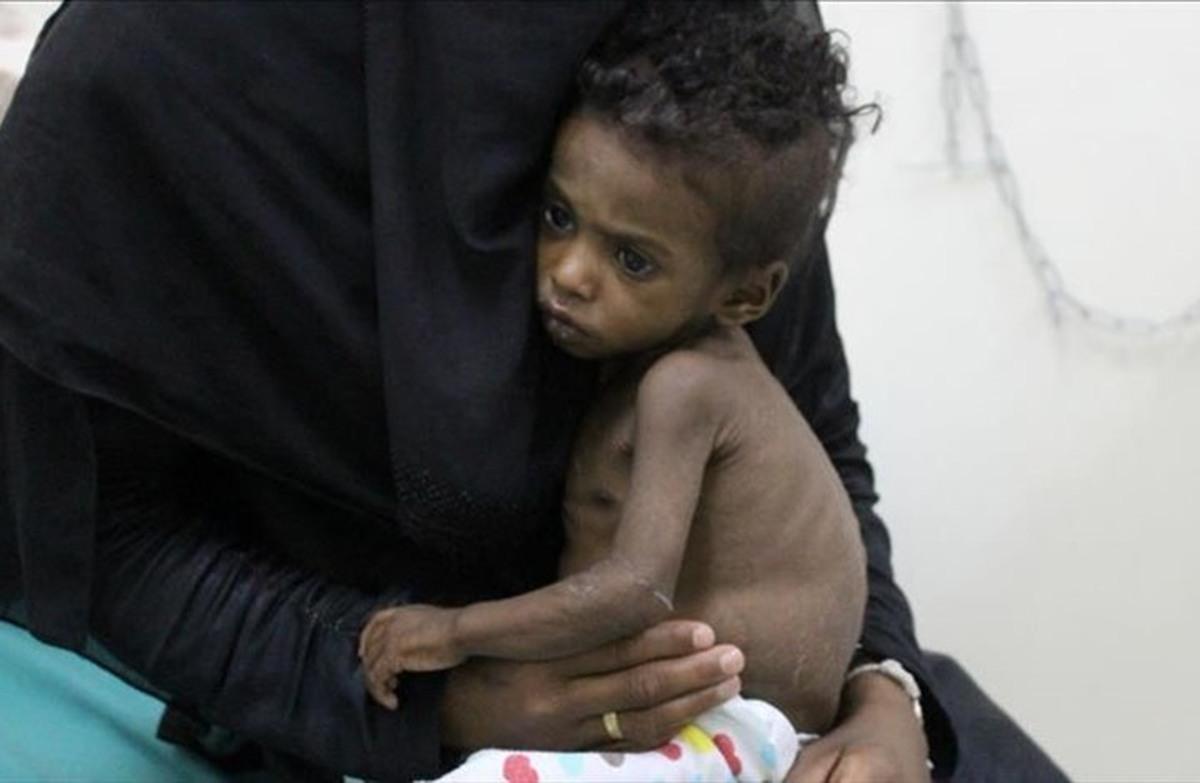 تروریست انصارالله  |  خانوادههای یمنی از کمبود شدید موادغذایی بیمناک هستند.