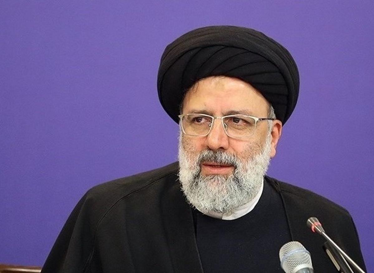 کیهان: برخی مسئولان دولت روحانی تابعیت آمریکایی دارند اما رئیسی مورد تحریم آمریکاست؛ این باعث افتخار است