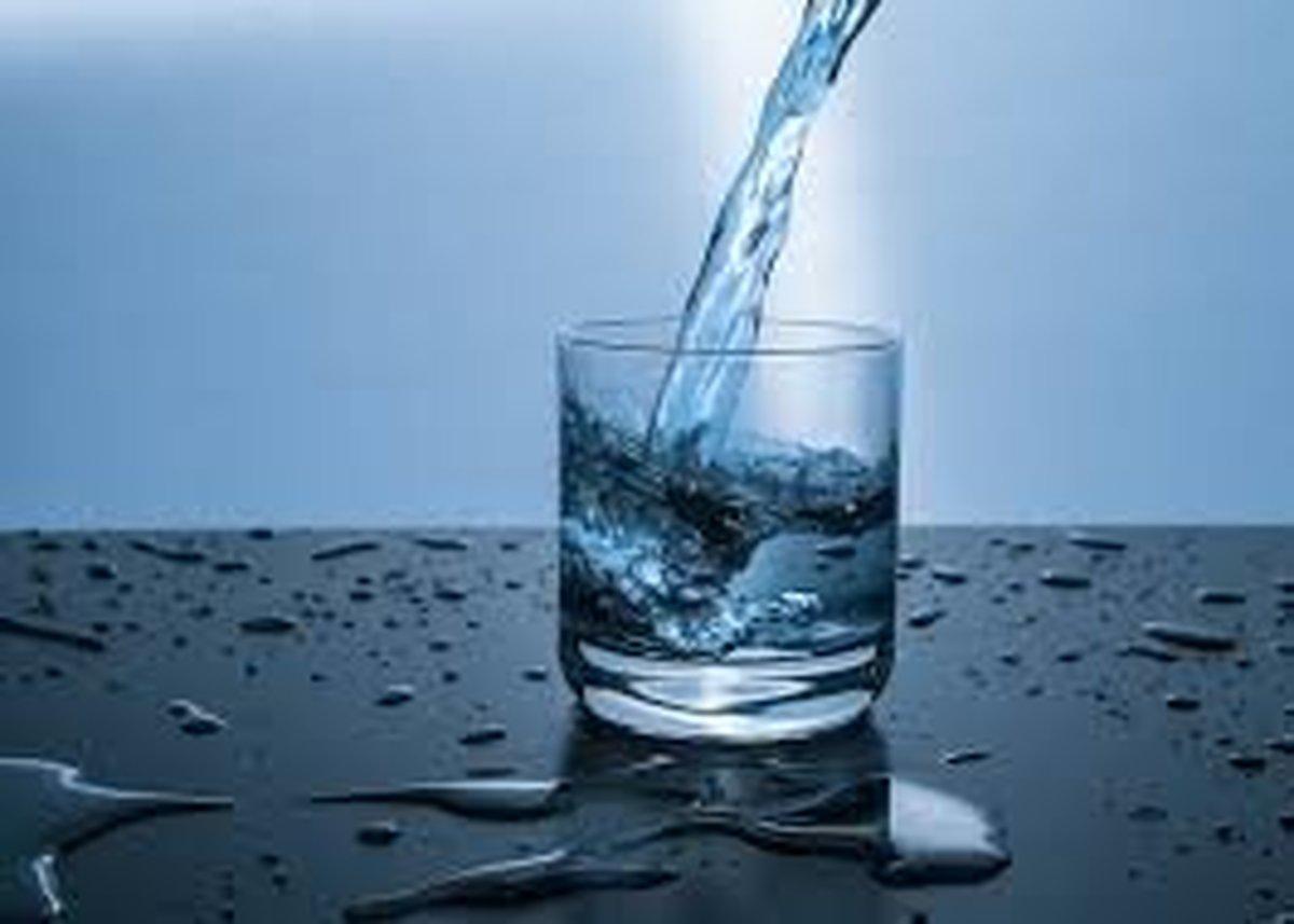 پایان افسانه ۸ لیوان آب در روز