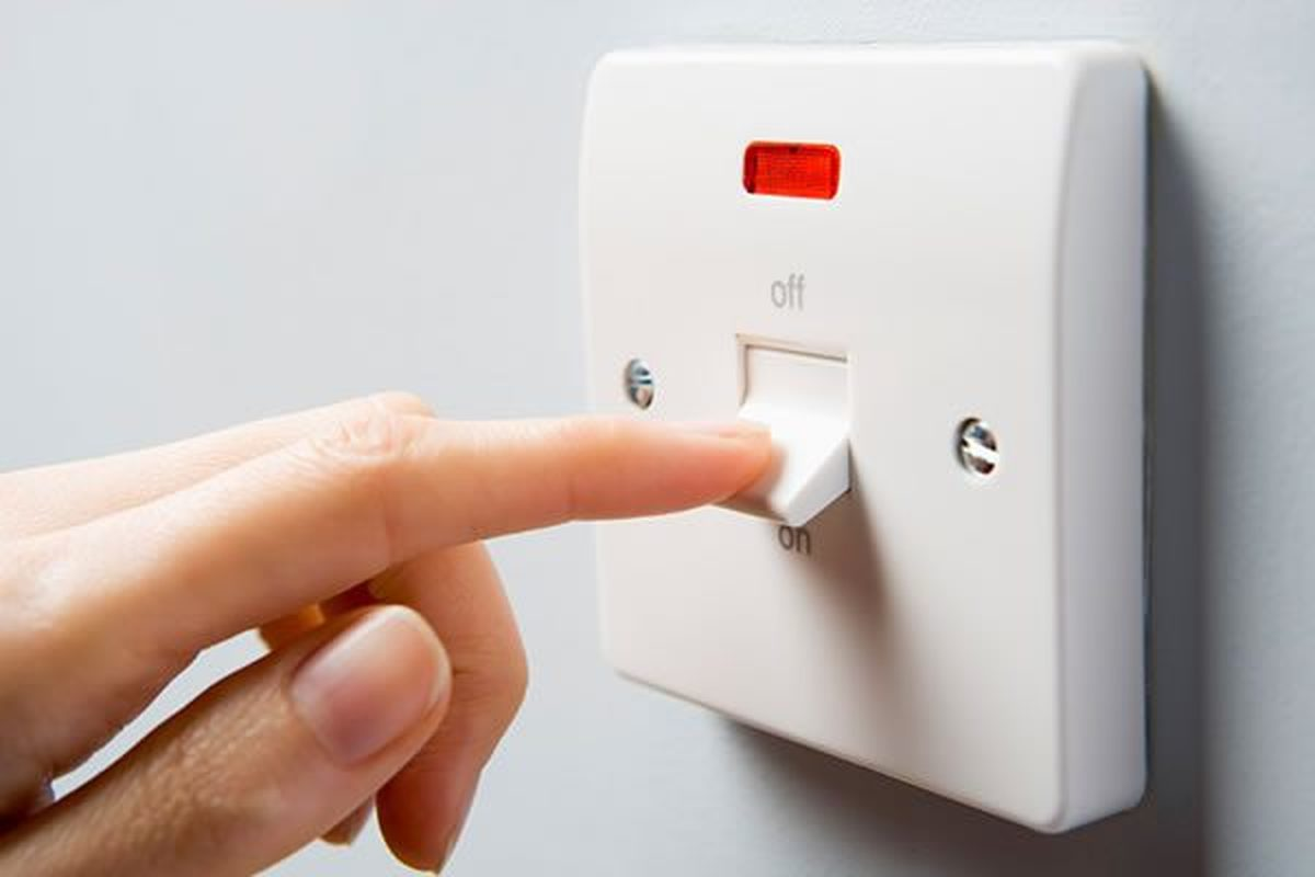 خبر جدید از طرح برق رایگان: از ابتدای آبان ماه این طرح اجرایی خواهد شد | ارسال پیامک برای مشترکان تا یک ماه آینده