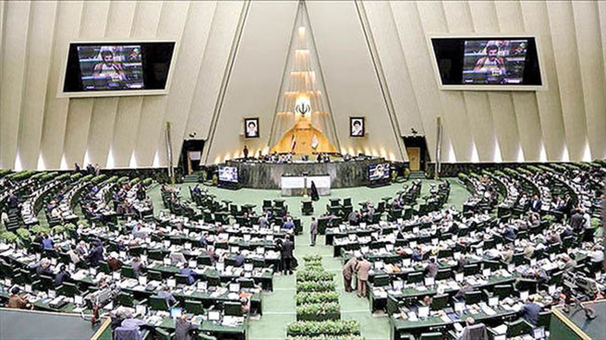 عدم رعایت پروتکل های ضدکرونایی در مجلس +تصاویر