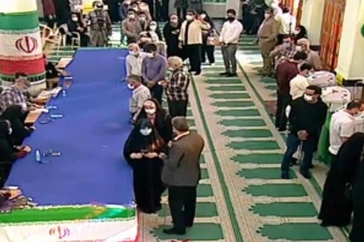 حضور گسترده رای اولیها در شعب اخذ رای استان بوشهر