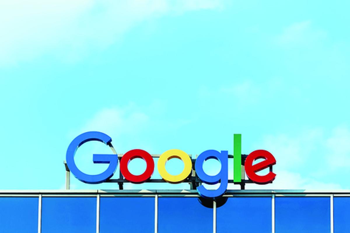 گوگل | جهان وب را زیر بال و پر خودش گرفته است.