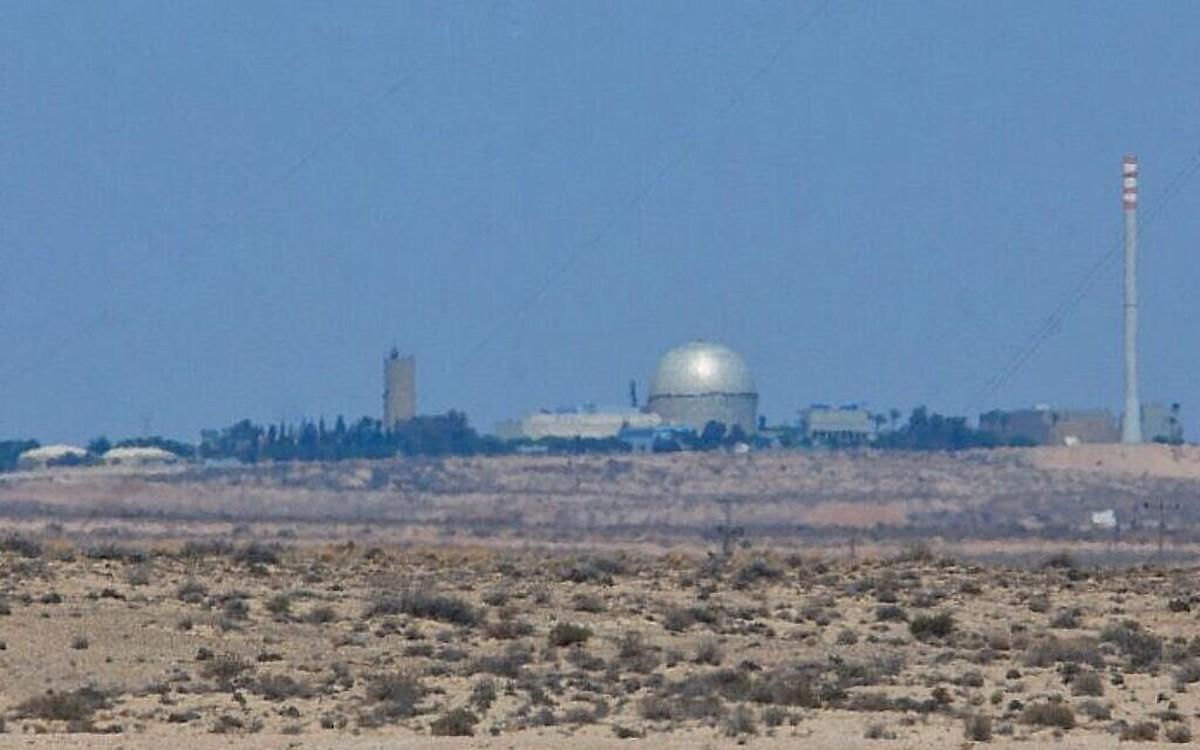 پرتاب موشک وحمله  هوایی به نزدیکی تاسیسات اتمی دیمونا