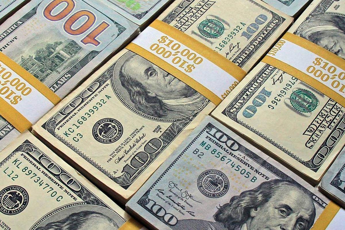 ارزش دلار پایین رفت