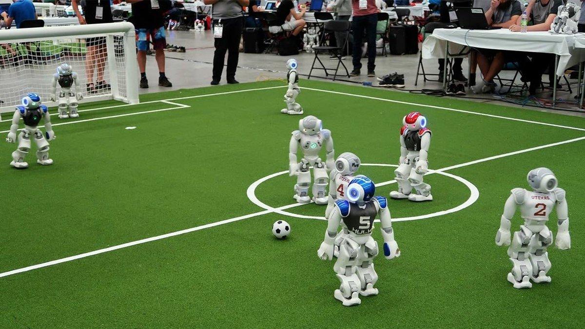 ویدئو: رونمایی از نسل جدید رُباتهای فوتبالیست برای شکست انسان