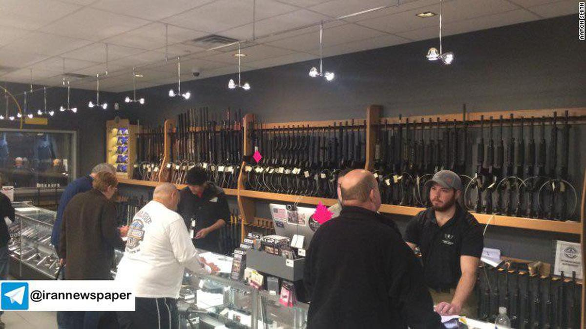 این فروشگاهها انواع اسلحه را با 50 درصد تخفیف به حراج گذاشته اند