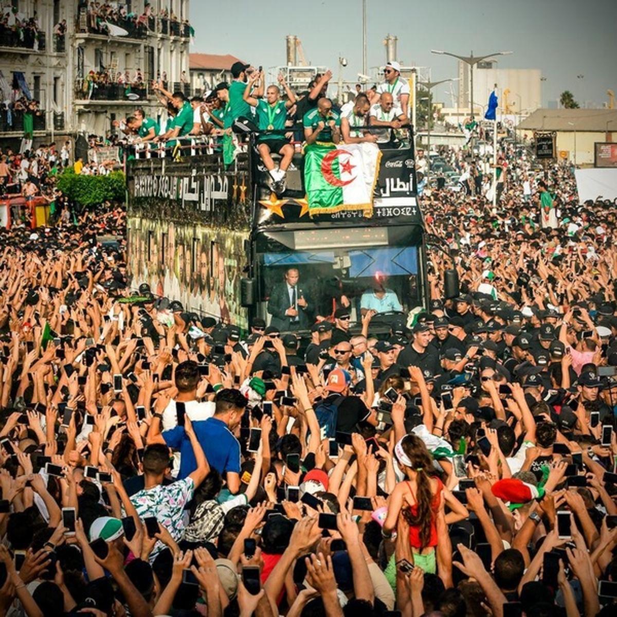 استقبال مردم الجزایر از قهرمان جام ملت های آفریقا