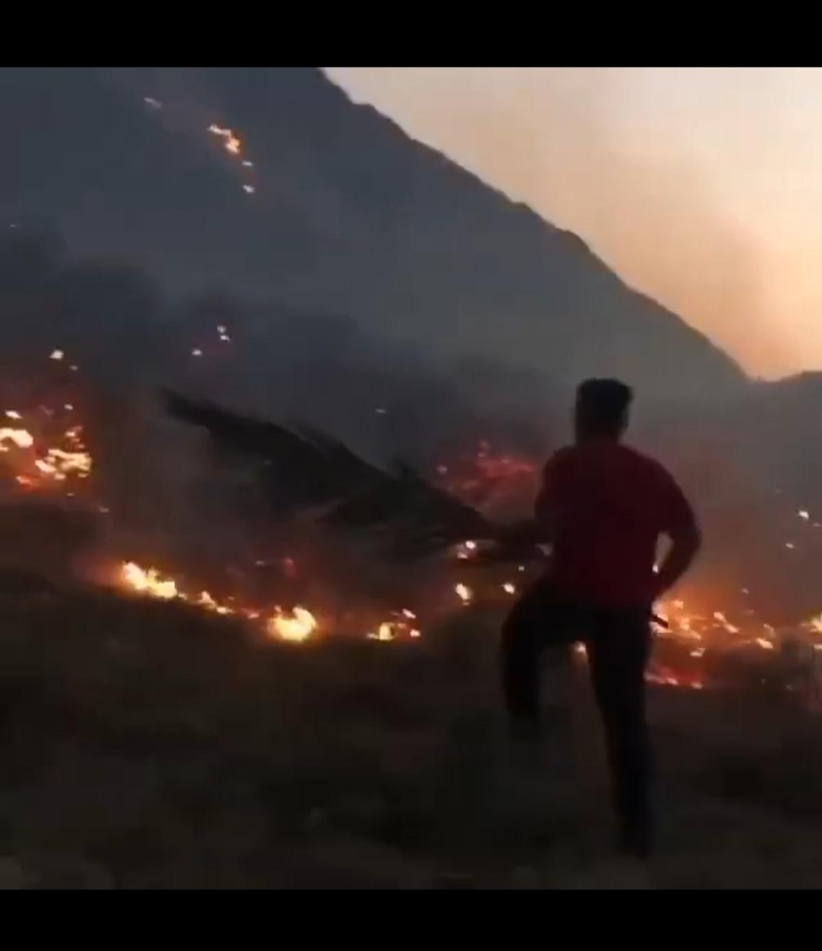 آتش سوزی گسترده در ارتفاعات کوه شب در استان هرمزگان + ویدئو