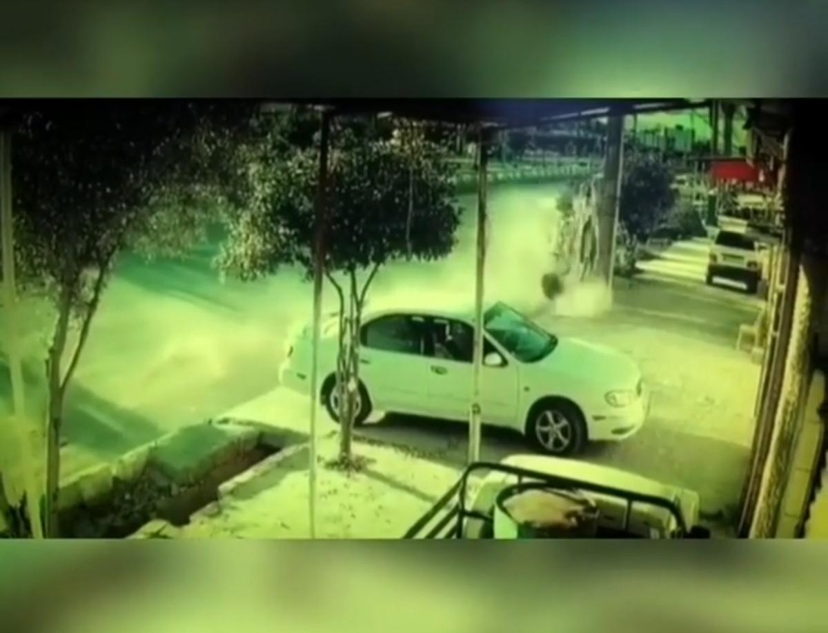 نجات معجزه آسای راننده پژو پس از برخورد وحشتناک با پایه برق در گچساران + ویدئو