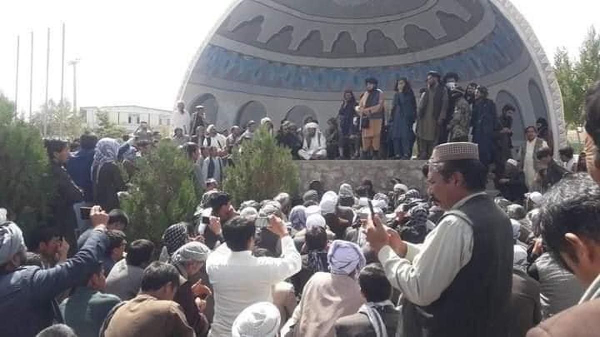 تخریب مجسمه استاد مزاری  | طالبان: تخریب مجسمه کار ما نیست