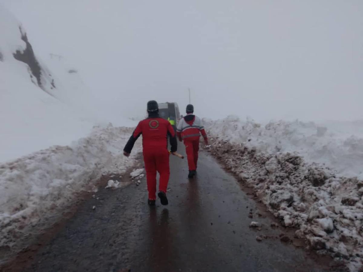 نجات سه کارمند گرفتار در بهمن طالقان /نفر چهارم جان باخت