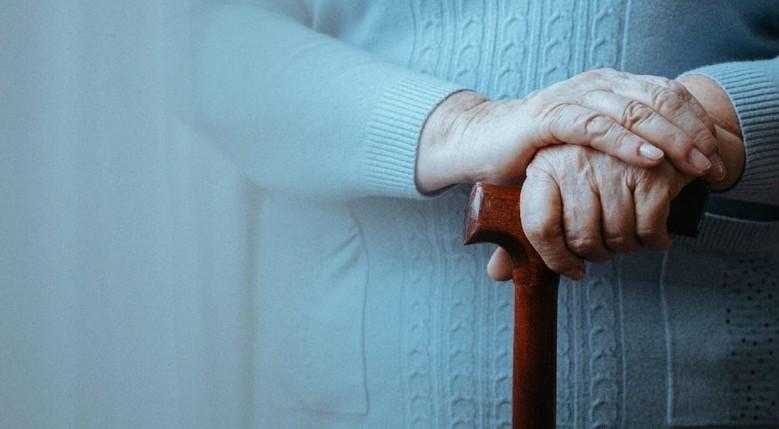 اگر پاهایتان ضعیف شود زودتر پیر می شوید!| پیری برخلاف باور عمومی از موی سفید نیست از ضعف پاهایتان شروع می شود