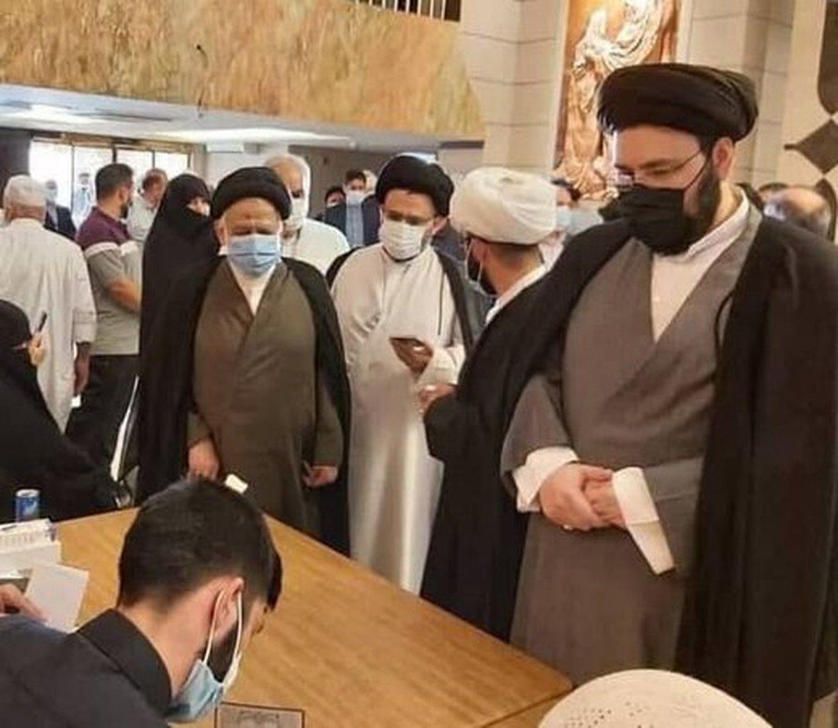سیدعلی خمینی در نجف رأی خود را به صندوق انداخت