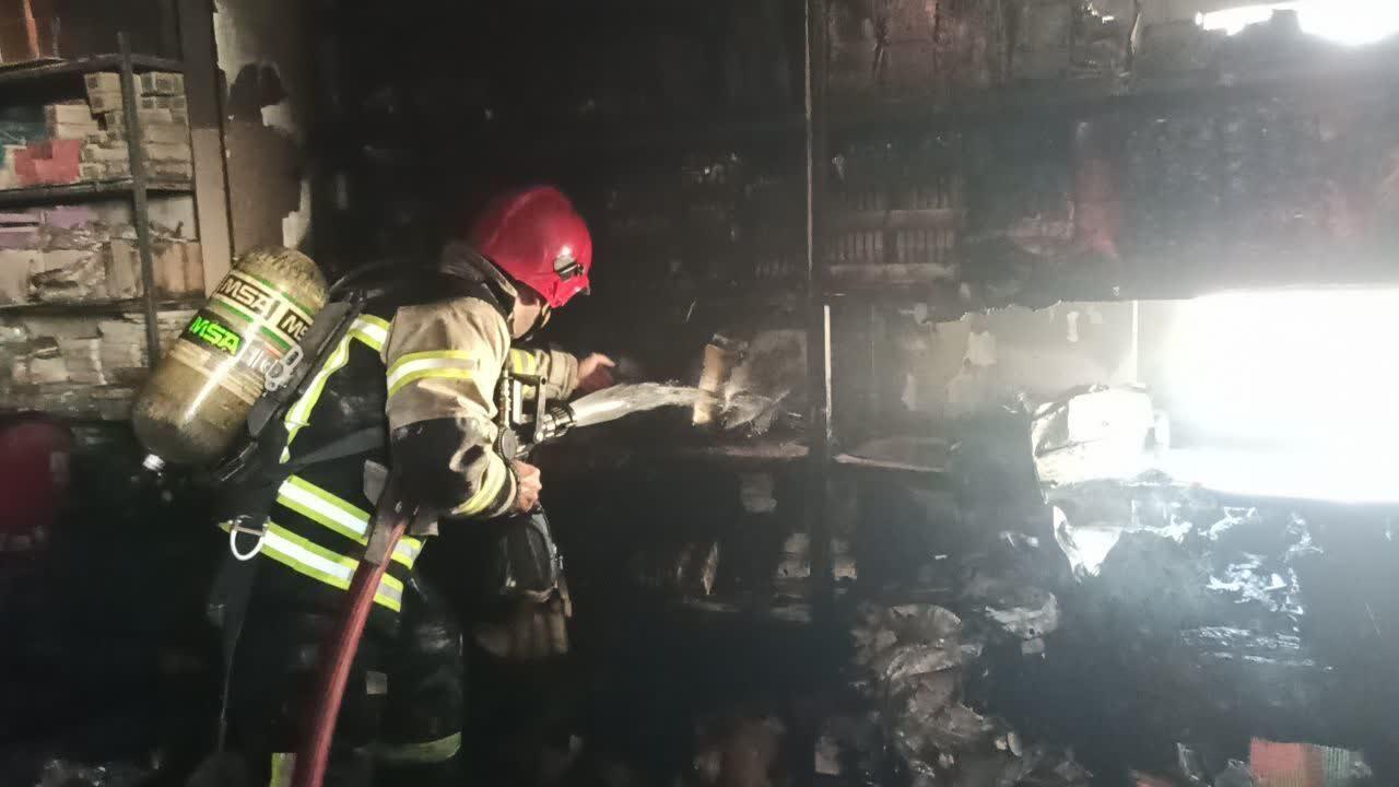 آتش سوزی    |   یک کارخانه مواد شیمیایی در اشتهارد دچار آتش سوزی شد