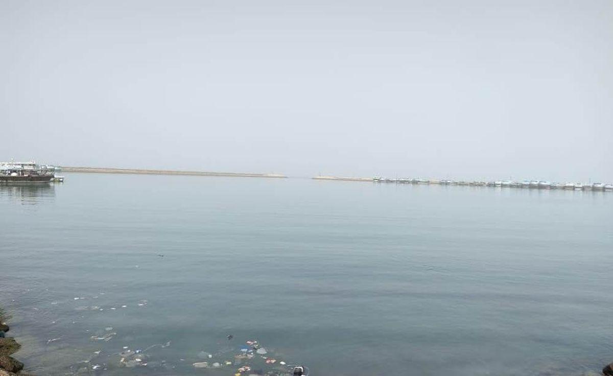 نجات پیدا کردن ۶ سرنشین یک لنج تجاری در آبهای سیریک از خطر غرق شدن