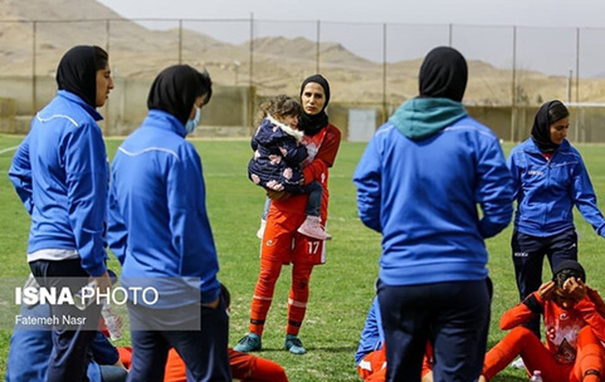 حاشیه فوتبال زنان+ عکس| عکسی دیدنی از حاشیه فوتبال زنان