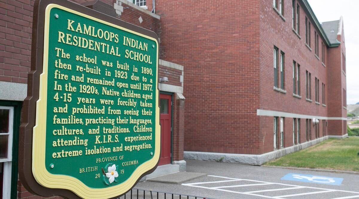 کشف گور دستهجمعی ۲۱۵ کودک بومی در کانادا