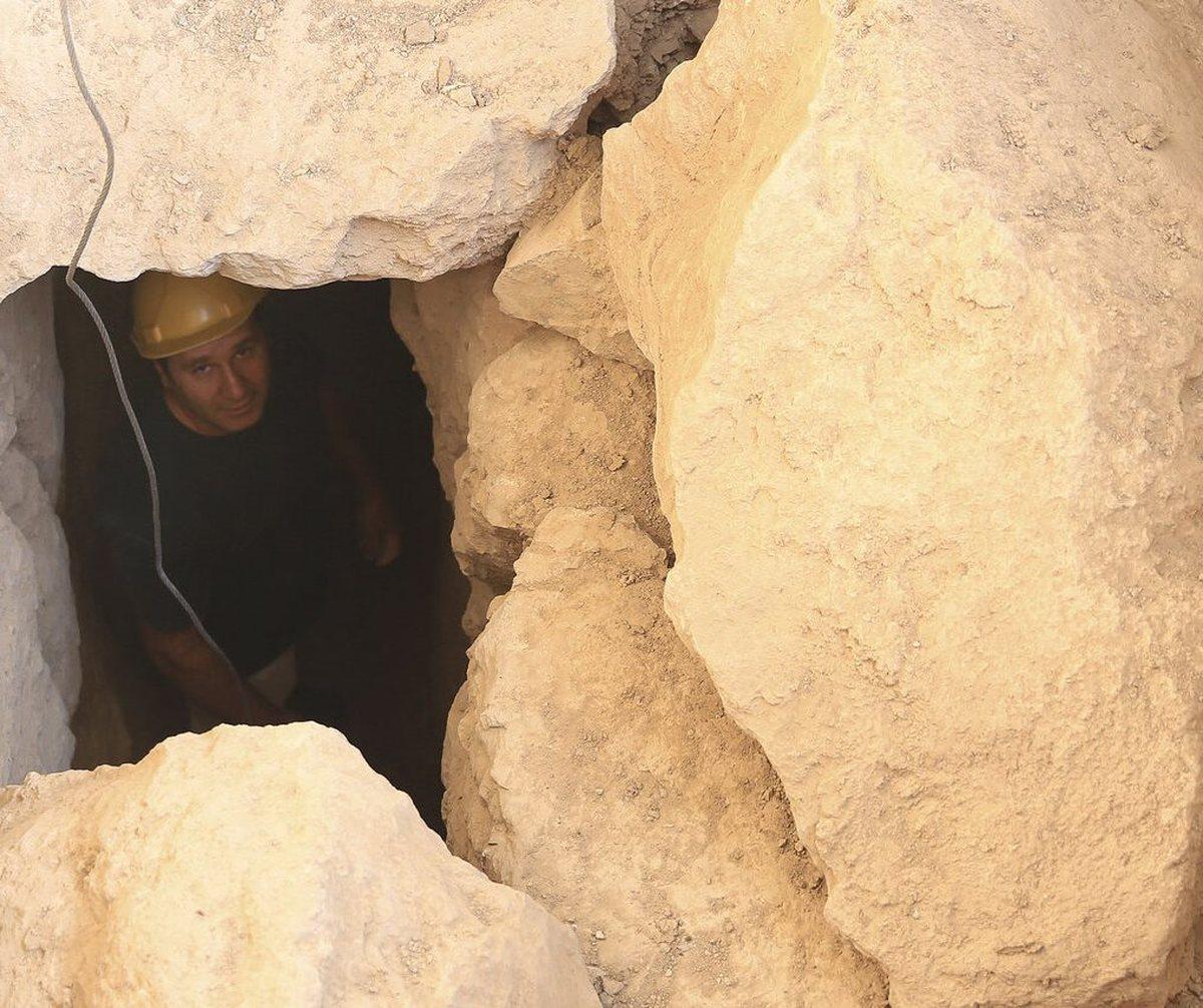 کشف دریچه حیاط شرقی کاخ آپادانای تخت جمشید