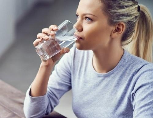 خطر نوشیدن آب سرد بعد از حمام