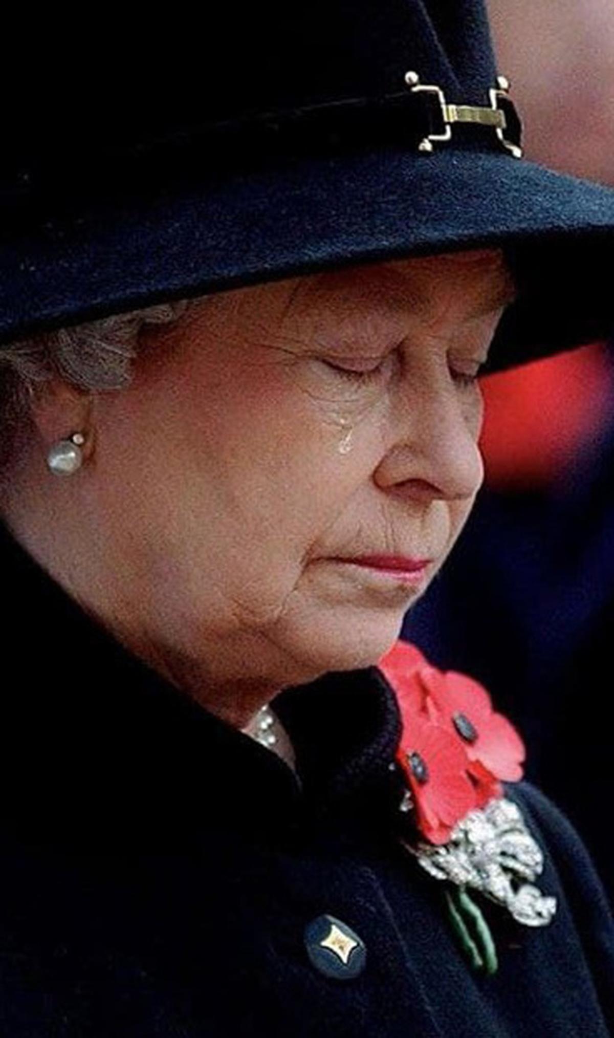 ملکه الیزابت در وداع همسرش اشک ریخت+عکس| اشک ملکه الیزابت در خداحافظی با شاهزاده فیلیپ