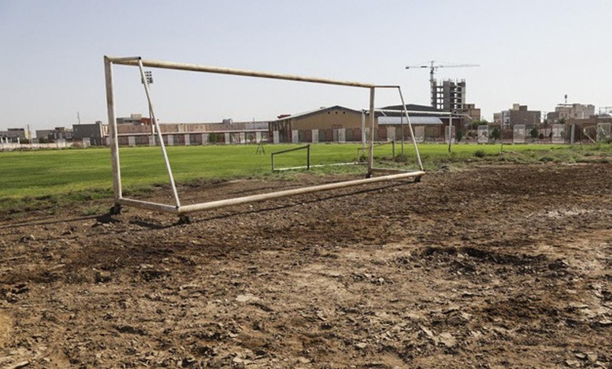 برق      به دلیل بدهی برق ورزشگاه خرمشهر  قطع شد