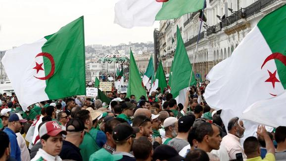 ویدئو؛ هزاران الجزایری در اعتراض به ریاست جمهوری عبدالمجید تبون به خیابان ها آمدند