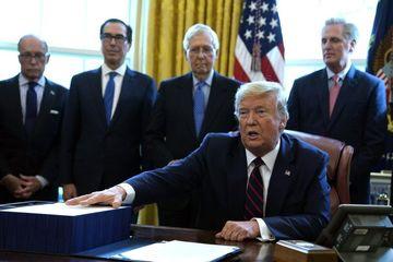 ترامپ طرح ۲ تریلیون دلاری مقابله با کرونا را بدون حضور دموکراتها امضا کرد